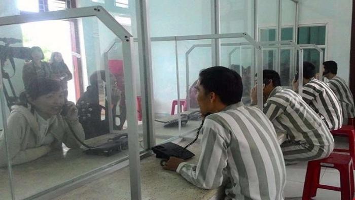 Mơ thấy mình đi thăm người thân trong tù