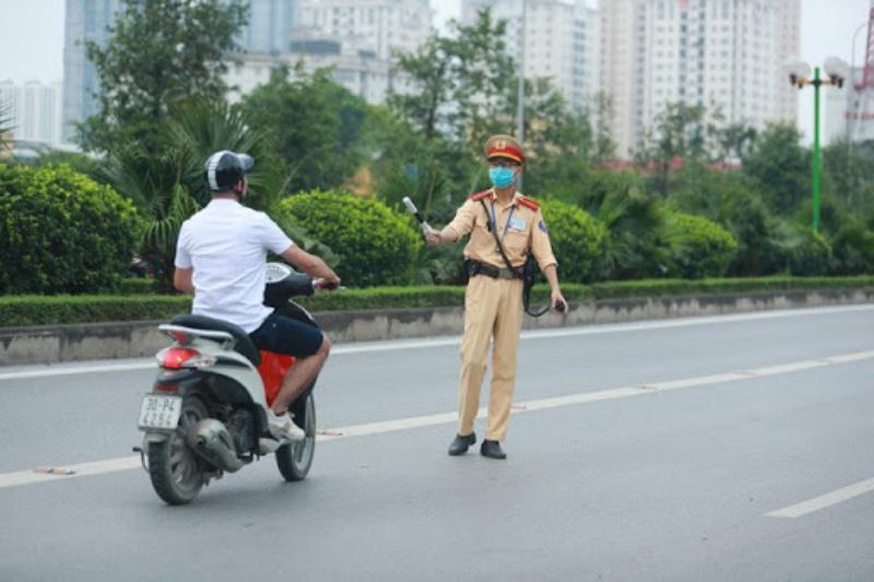 Mộng thấy công an giao thông bắt người khác đánh nhanh cặp lô 93 - 24.